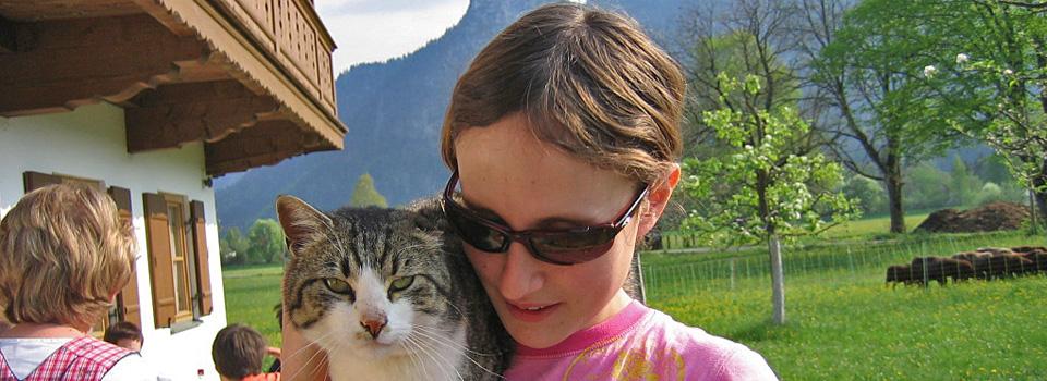 Kind-mit-Katze